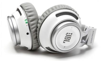 Снимки на JBL Synchros S500