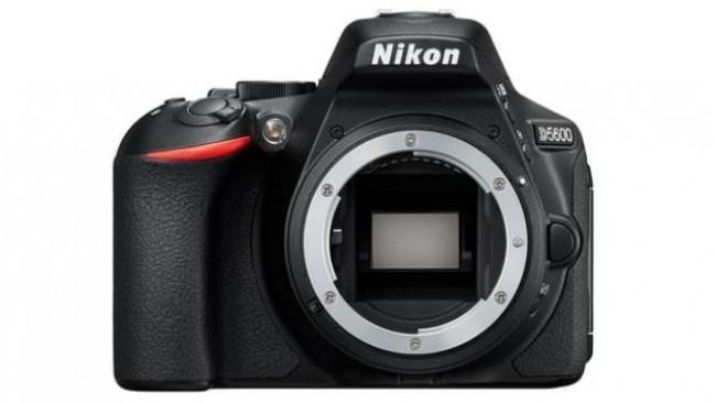 Фотоапарат Nikon D5600+обектив Nikon AF-S 18-105 VR