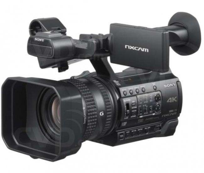 Професионална видеокамера Sony HXR-NX200